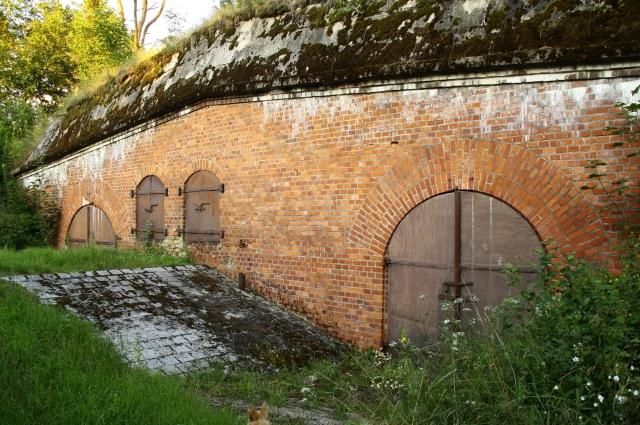 Fort 14, Prawy schron artylerzystów na wale czołowym.